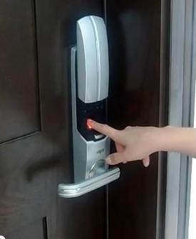 Kết quả hình ảnh cho ứng dụng của khóa cửa vân tay thông minh