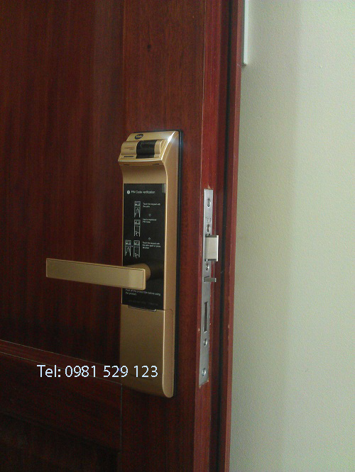 Lắp đặt khóa cửa vân tay Yale YDM 4109